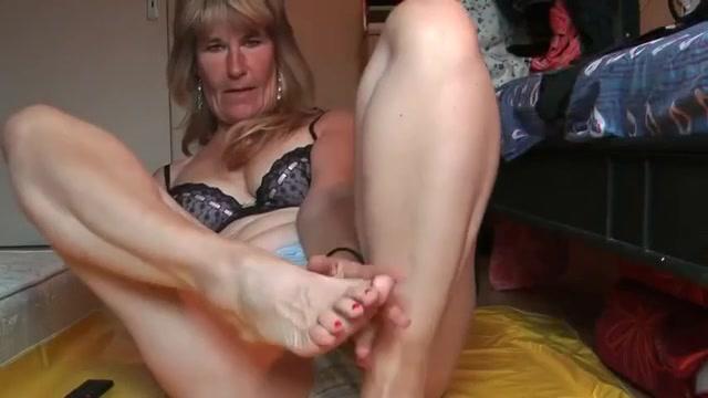 Click to play video grandma - shits